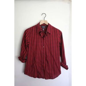 Chaps no Iron button down gingham red & black top